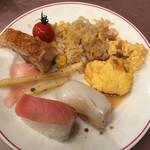65581652 - 寿司、焼飯、オムレツ茸ソースの茸ソースなし。