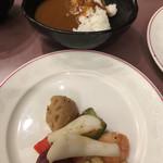 65581653 - カレーとイカと野菜のゴロゴロ