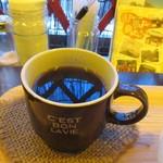 テディアンドダディ - 朝食の時間帯だったんでコーヒーかフルーツがサービスになってて私はコーヒーを選んでみました。