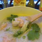 テディアンドダディ - プリッとした食感のエビのトロトロに芯まで煮込まれた中華粥は朝食にはちょっと贅沢過ぎる一品でした。