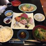 65585275 - 刺身5点盛り定食、サバの味噌煮(単品)、シラスおろし
