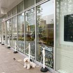 オンザカナル - カフェはガラス張り〜♬