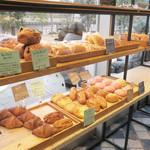 オンザカナル - 運河が見えるパン棚