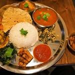 ダルバート食堂 - カレー2種類盛り & 砂肝のスパイスマリネ
