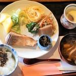 喫茶・お食事 嘉門 - 料理写真:朝定食650円