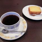 カフェハンズ - パナマ・ドンパチ・ゲイシャと米粉のパウンドケーキ