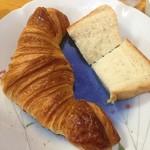 65591788 - クロワッサン&食パン
