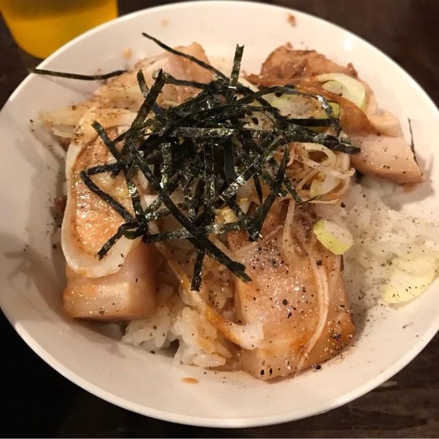 武蔵野アブラ学会 池袋店 - チャーシューご飯。 旨し。