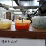 武蔵家 - 平成29年4月16日(日)再訪問・カウンター上の薬味類