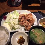 地酒とそば・京風おでん 三間堂 - 唐揚げ定食。850円。