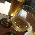 65606419 - ノンアルコールビールと白ワイン