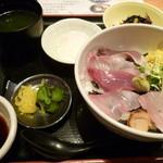 旬魚菜 よし田 本店 - 海鮮丼