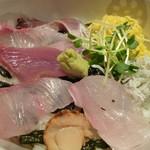 旬魚菜 よし田 本店 - 海鮮丼アップ