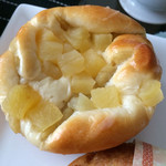 ぽっくる農園 ベーカリー&カフェ - りんごと焼きいもミルクパン160円