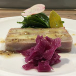 65610947 - テリーヌのジャガイモはジャガイモ自体の味わいは強くないが確りきめた塩により美味しい。赤野菜には軽くスパイスの香り。尋ねるとクミンを軽くとの事。