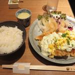 とり田 - 春のチキン南蛮 880円(税抜)。