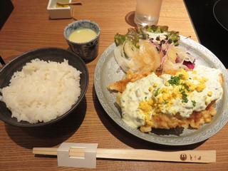 とり田 薬院店 - 春のチキン南蛮 880円(税抜)。