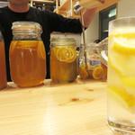 博多天ぷら ながおか - レモンサワーです。 お店自家製のレモンシロップで作るみたいです。