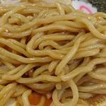 ぶぶか - ぶぶか 吉祥寺北口店 黒丸油タレが絡まるコシのある縮れ太麺