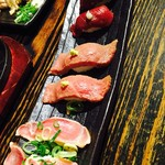 肉寿司バル - 真ん中の取り合い(笑)