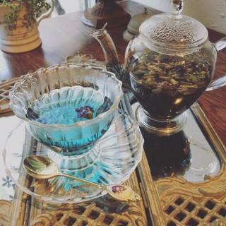 美しい紅茶やハーブティー