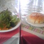 ポモドーロ - サラダとパン
