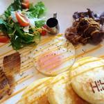 ハイビス カフェ - 石垣牛と自家製ベーコンのボリュームたっぷりパンケーキ