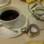 丘 - ホットコーヒー ¥430 シュガーポットがすてき