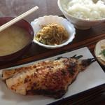 秋元屋食堂 - 料理写真:♪日替り定食(あこう代鯛の粕漬け)¥600