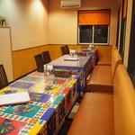 インド料理パンジャブ - テーブルは8テーブルございます
