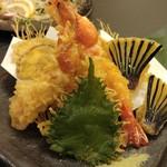 鮮魚個室居酒屋 利休 - 豪華蟹と野菜の天麩羅盛り合わせ