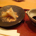 來経 - 本日のデザート 手作り葛餅ぷるんぷるんでした