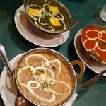 ドゥム・ダラカ - カレー三種 ホウレンソウ、トマト、インド豆