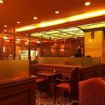 喫茶館キーフェル - ほのかな暖色系の灯り