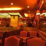 喫茶館キーフェル - 重厚な雰囲気の空間