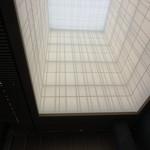 アマン東京 - 高さ約30メートルの障子をモチーフにした高い天井