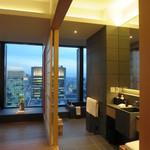 アマン東京 - 客室と洗面の間