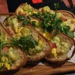 古城の国のアリス - 【前菜2】キタアカリとホエー豚ベーコンのオープンサンド バジルソース