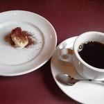 65642091 - デザートとコーヒー