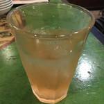 紅虎餃子房 - アセロラハイ¥300(税別)。       最初の一杯サービス価格。
