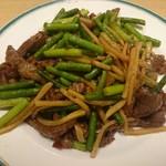 65644562 - 牛肉とニンニクの茎炒め