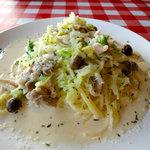 シャロウ・リーフ - 豚肉、キャベツ、シメジのクリームスパゲッティ