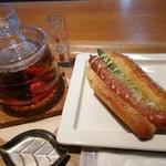 箱根ベーカリー - Bセット アスパラソーセージとダージリン紅茶