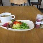 カフェ自休自足 - サラダとスープ