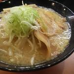 肉麺 金の豚 - 醤油豚骨690円