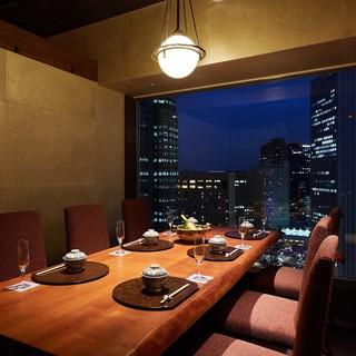 完全個室のおもてなし。夜景の見える寛ぎの空間