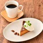 白山 UNDER THROW CAFE - パティシエが拘って作り上げる自家製ケーキセット