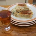 亀戸餃子 - 餃子3枚と老酒