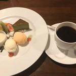 ジョージ - デザートとコーヒー