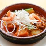 """ボデガ サンタ リタ - メイン魚料理 マグロほほ肉とビンチョウマグロのバスク風""""マルタミコ"""" (マグロのトマト煮)"""